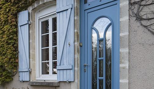 Quoi de plus chaleureux qu'une porte en bois ?