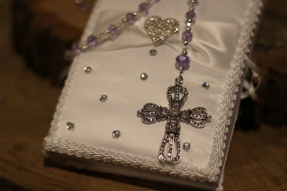 Quels sont les 3 bijoux de baptême les plus classiques ?
